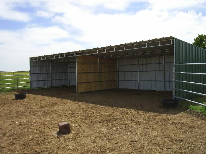 PASTURE SHELTER/RUN IN SHED/LOAFING SHED